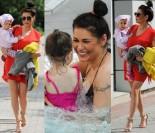 Szczęśliwa Iwona Węgrowska z córeczką na basenie (ZDJĘCIA)