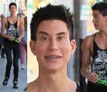 """""""Żywy Ken"""" i jego silikonowe mięśnie na spacerze w Beverly Hills (ZDJĘCIA)"""