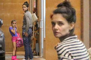 Wymęczona Katie Holmes odbiera Suri ze szkoły (ZDJĘCIA)
