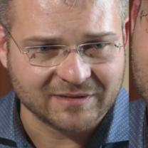 """Uduchowiony Piasecki PŁACZE w TVN-ie: """"Nawet po rozwodzie zawsze będziemy dla Boga małżeństwem. Będzie moją kochaną żoną!"""""""