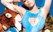 Miley Cyrus rozebrała się przed Lagerfeldem
