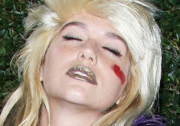 """Kesha: """"Gdy miałam 14 lat, matka dała mi prezerwatywy i kartę kredytową"""""""