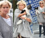 Ewa Kasprzyk wychodzi z psem z