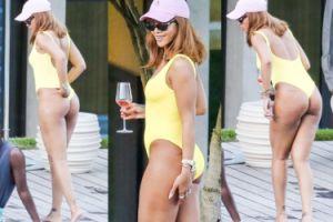 Rihanna wypina pupę w żółtym kostiumie kąpielowym. Seksowna? (ZDJĘCIA)