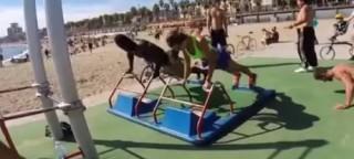 Chodakowska ćwiczy z mężczyznami na plaży w Barcelonie!