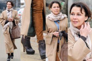 Anna Popek z gołymi kostkami spaceruje po Warszawie (ZDJĘCIA)