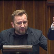 """Tymczasem w Sejmie: """"Kim jest Kurski? Proponuję, żeby zmienił logo TVP na Telewizja Partyjna!"""""""