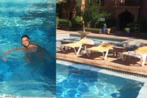 Anna Popek pływa w basenie
