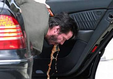 Keanu Reeves wymiotuje na ulicę!