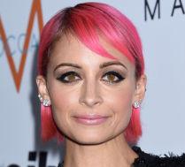 Różowe włosy Nicole Richie!