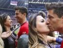 Lewandowska całuje męża po meczu (ZDJĘCIA)