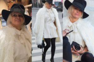 Pamela Anderson zwiedza Paryż w białym futrze i kapeluszu (ZDJĘCIA)