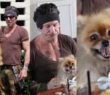 Mickey Rourke poszedł z psem na kawę (ZDJĘCIA)