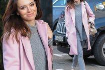 Anna Wendzikowska w różowym płaszczu
