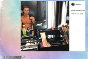 Cristiano Ronaldo przed lustrem (FOTO)