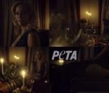 Nowy spot PETA przeciwko jedzeniu mięsa: Gillian Anderson ZJADA WŁASNĄ NOGĘ!