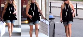 Monika Olejnik w kapeluszu i krótkich spodenkach. Nie za zimno?