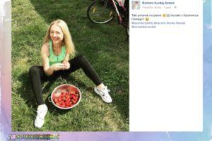 Radosna Barbara Kurdej-Szatan pozuje z truskawkami