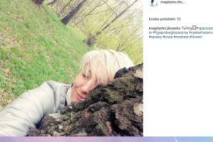 Magda Steczkowska przytula się do drzewa (FOTO)