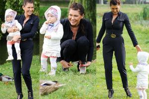 Iwona Węgrowska karmi kaczki z córką (ZDJĘCIA)
