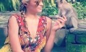 Paris Hilton pozuje z małpkami (GALERIA)