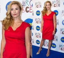 Brodzik w czerwonej sukience