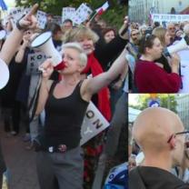 """Protest przed siedzibą PiS w Warszawie. """"Buduj te więzienia, będziesz miał tam posiedzenia!"""""""
